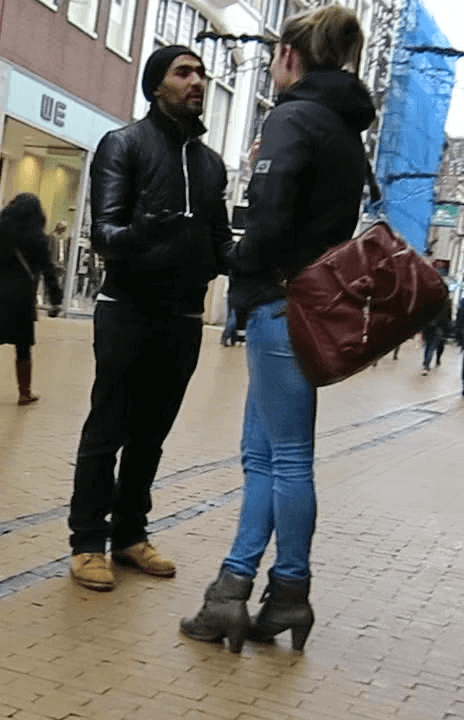 Waarom flirten mannen met andere vrouwen
