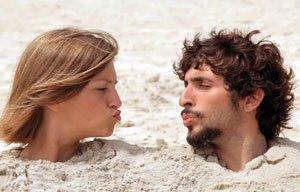 Verliefd stel koppel samen strand